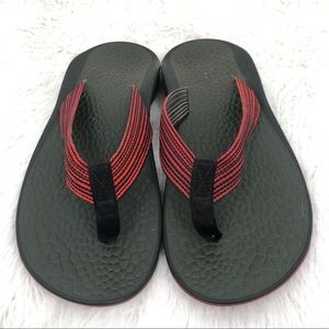 CHACO Men's Size 9 Green & Red Flip Flops EUC